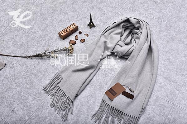 300克夹花围巾(灰色时尚长款保暖围巾)