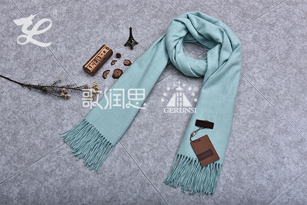 300克夹花围巾(浅蓝色时尚保暖百搭围巾)