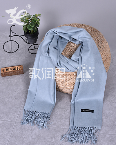 250克拉毛围巾(浅蓝色简约百搭长围巾)